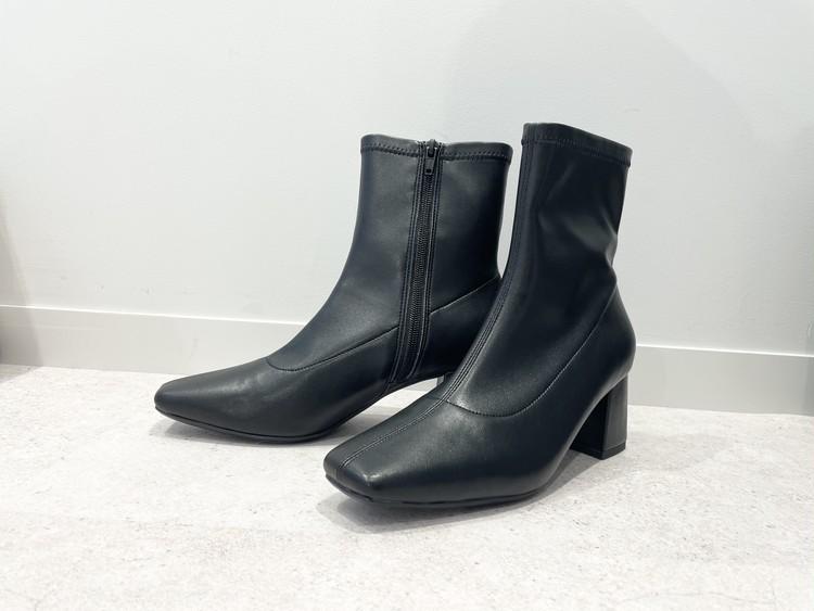 【GU(ジーユー)】  ウルトラストレッチヒールブーツ ¥2990 黒ブーツ