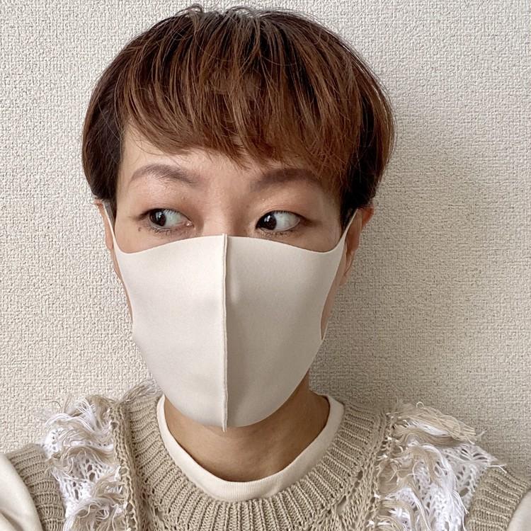 顔のラインがシャープに見える小顔見せマスク