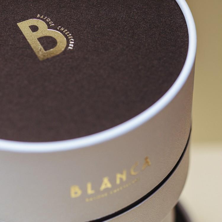 1.【BLANCA】バスクチーズケーキ(大人の焦げチー¥4600)外箱