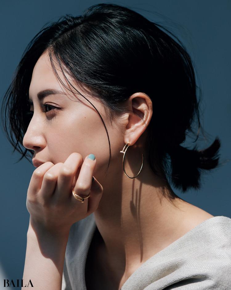 カルティエのジュエリーコーデ藤井夏恋