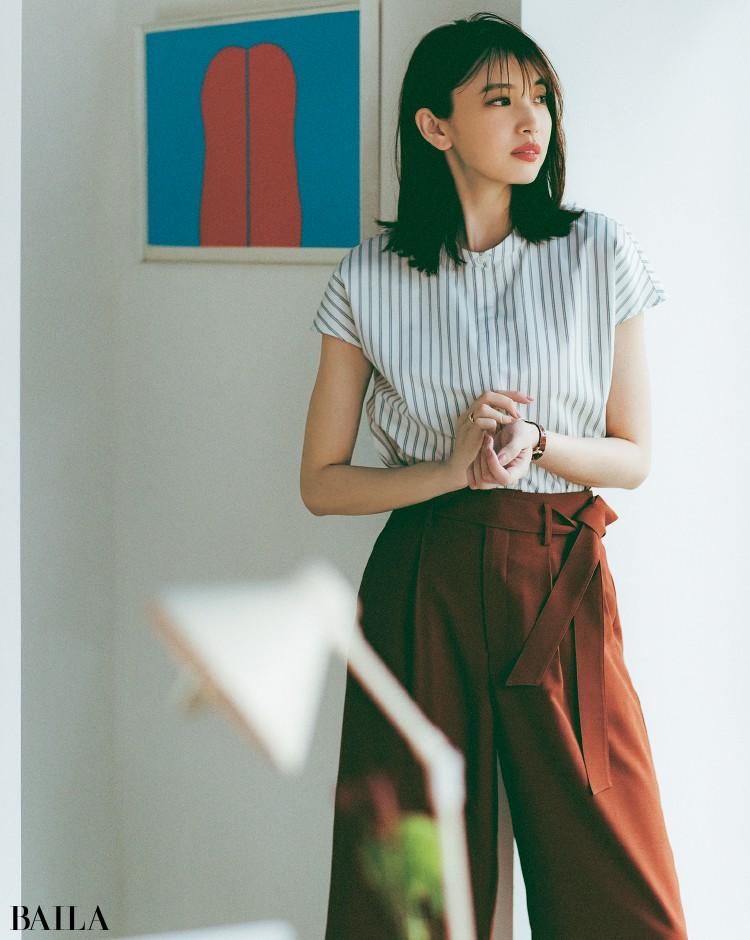 ストライプシャツコーデの宮田聡子