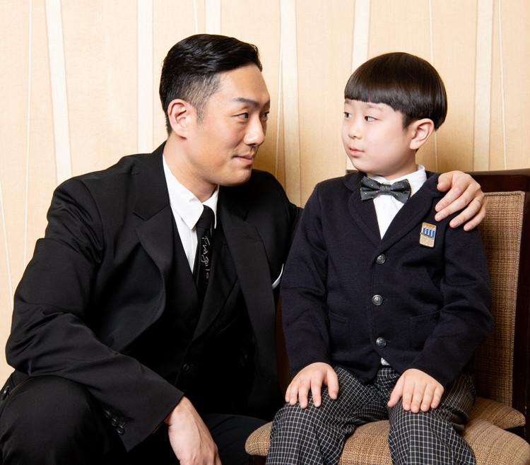 中村勘九郎と長三郎の見つめ合うツーショット