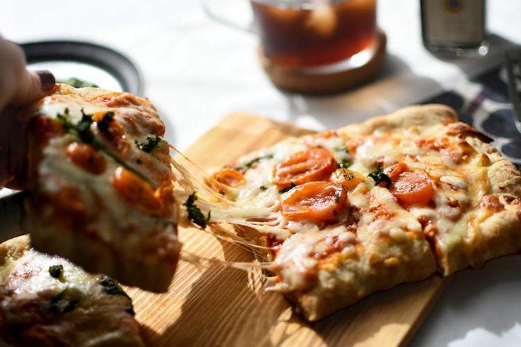 【成城石井】で販売されているおすすめピザ「石窯薪焼きピッツァ ポモドリーニ」