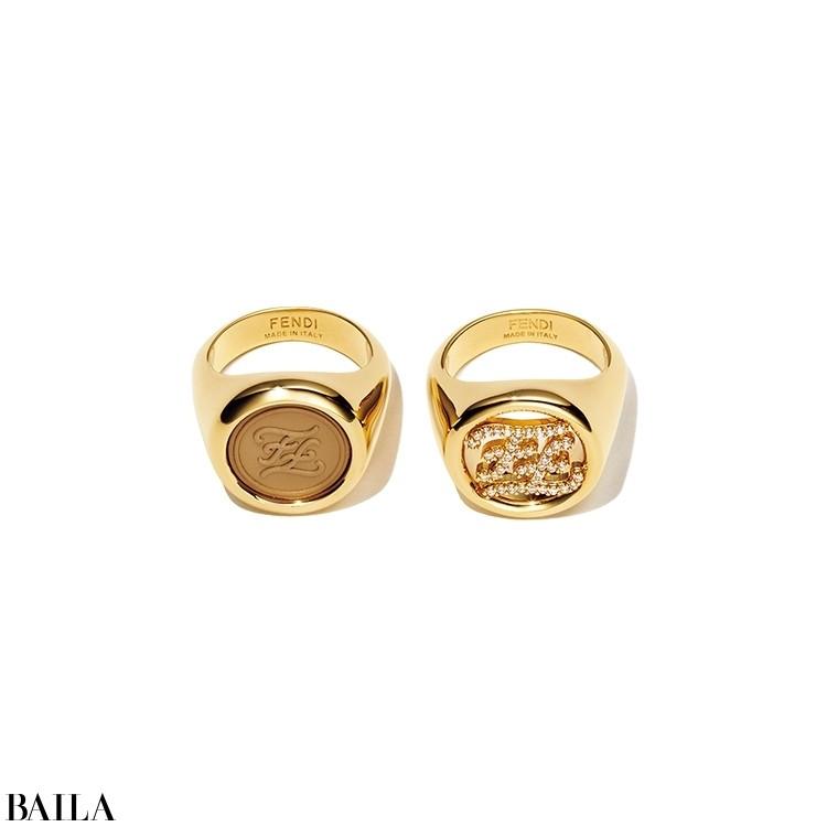 伝説のファッションデザイナー、故カール・ラガーフェルドが手がけたロゴを取り入れた「カーリグラフィ」が話題。服やバッグ、ジュエリーと多彩に展開。「ボリューム感が最高!」。リング「カーリグラフィ」(右から()ゴールド×クリスタル)¥52800・(ゴールド×カーフレザー)¥40700/フェンディ ジャパン(フェンディ)☎03(3514)6187