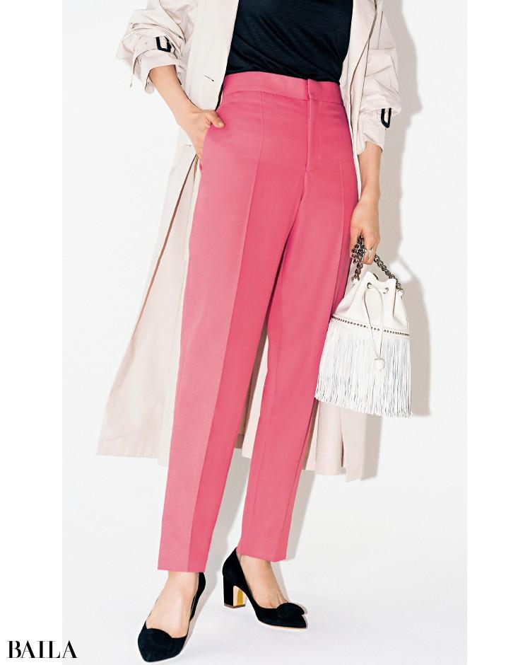 ローズピンクのパンツ