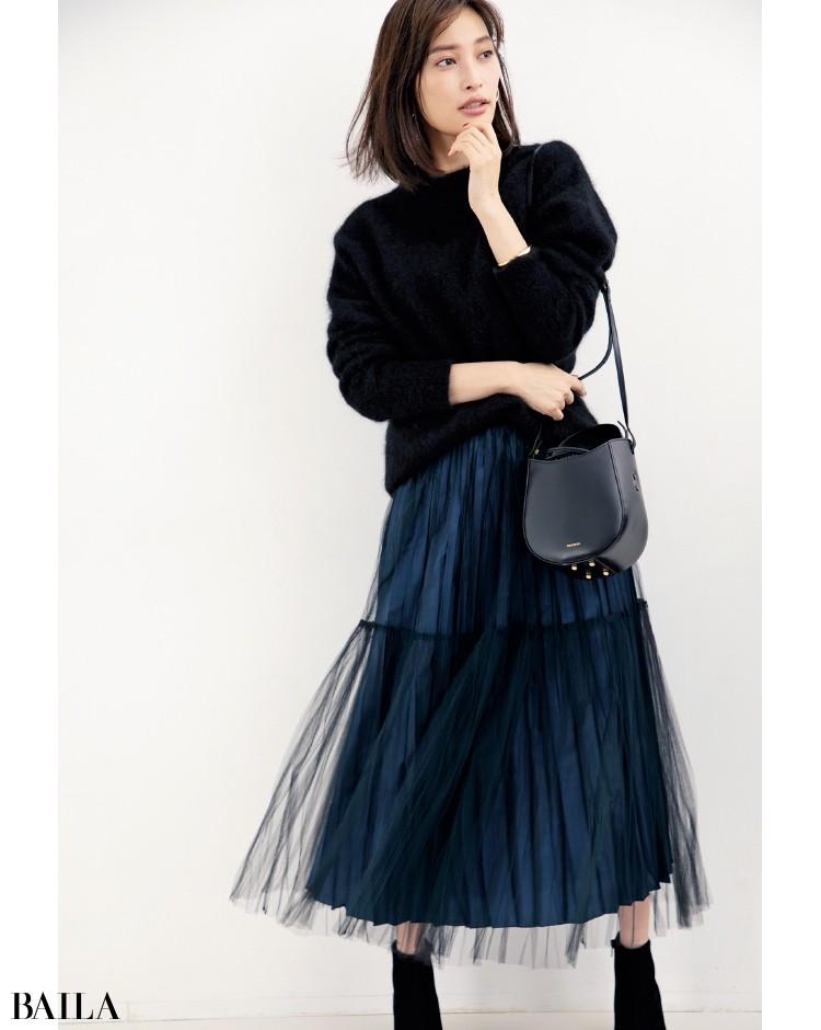チュールスカート&立体的なバッグで、動きのあるコーデを