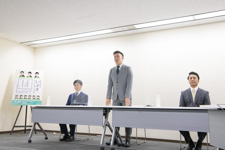 6月南座公演「いぶき、」 記者会見中の児太郎さん、九團次さん、廣松さん