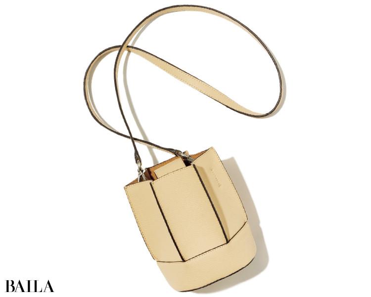 ロエブル×デミルクス ビームスのバッグ