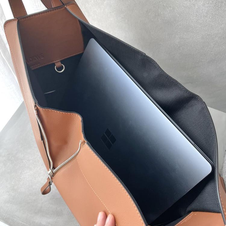 【LOEWE(ロエベ)】3Wayハンモックバッグの使い心地・サイズ感をレポート_6