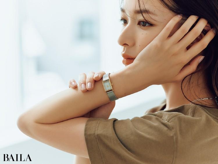 ジュエリーライクな腕時計コーデの森絵梨佳