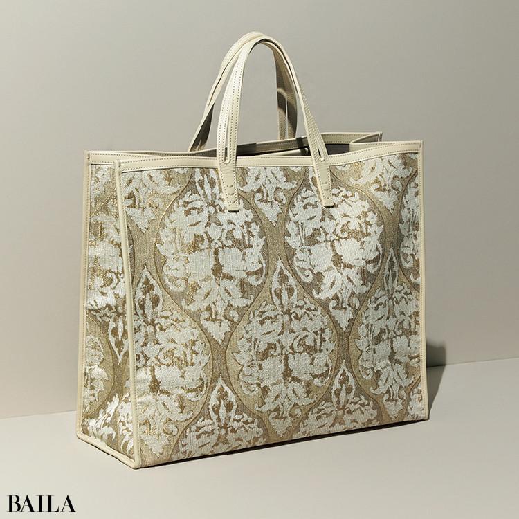 ア ヴァケーションのバッグ(39×46×19)¥73700/アマン(ア ヴァケーション)