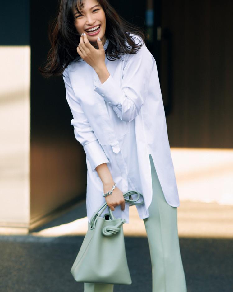木曜日は、清潔感あふれるクリーンな白シャツで全方位受け【30代今日のコーデ】