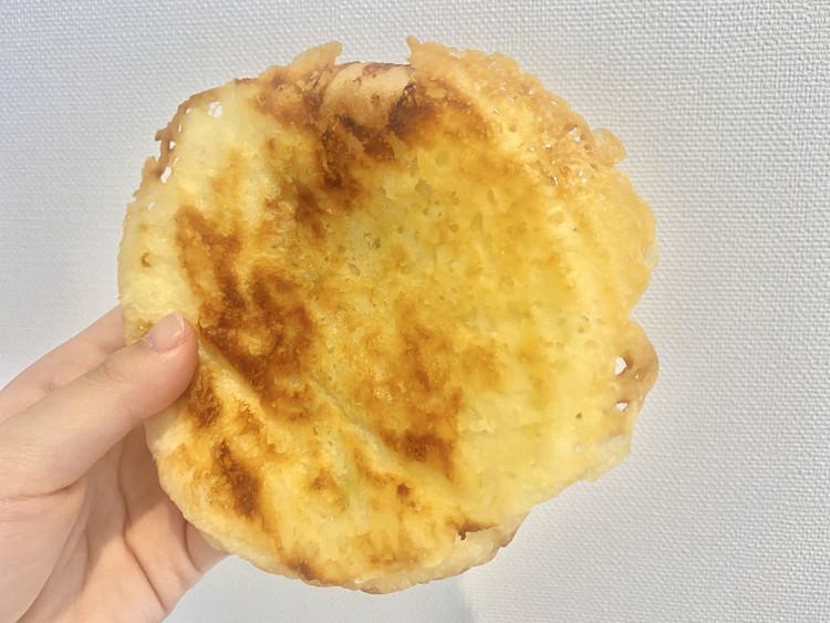 羽根つきチーズの焼きカレーパンの開封後