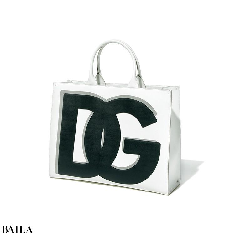 【Dolce&Gabbana】  「思い切った大きさのロゴに惹かれて。モノトーンなら合わせやすさも抜群」(ライターE)