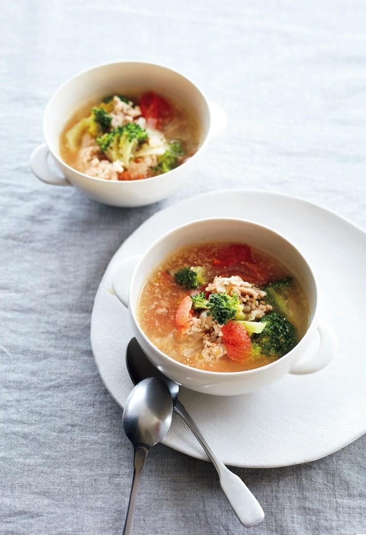 鶏ひき肉とブロッコリー、トマトのスープ