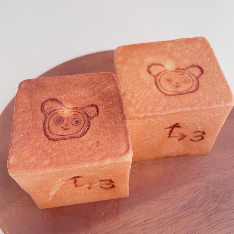 文明堂東京の「3時のおやつあんぱん」トースター温め(左)とレンジ温め(右)