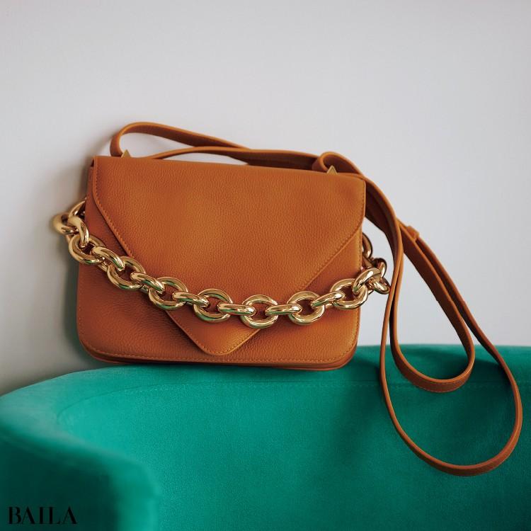 ボッテガ・ヴェネタのバッグ「マウント」