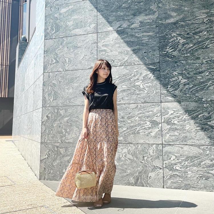 【BAILA7月号】女っぽく着る黒Tコーデ_4