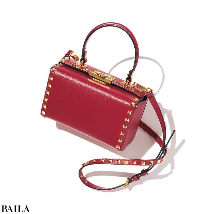 【VALENTINO GARAVANI】  「赤にゴールドスタッズが華やかなミニバッグにひと目ぼれ」(ライターE)
