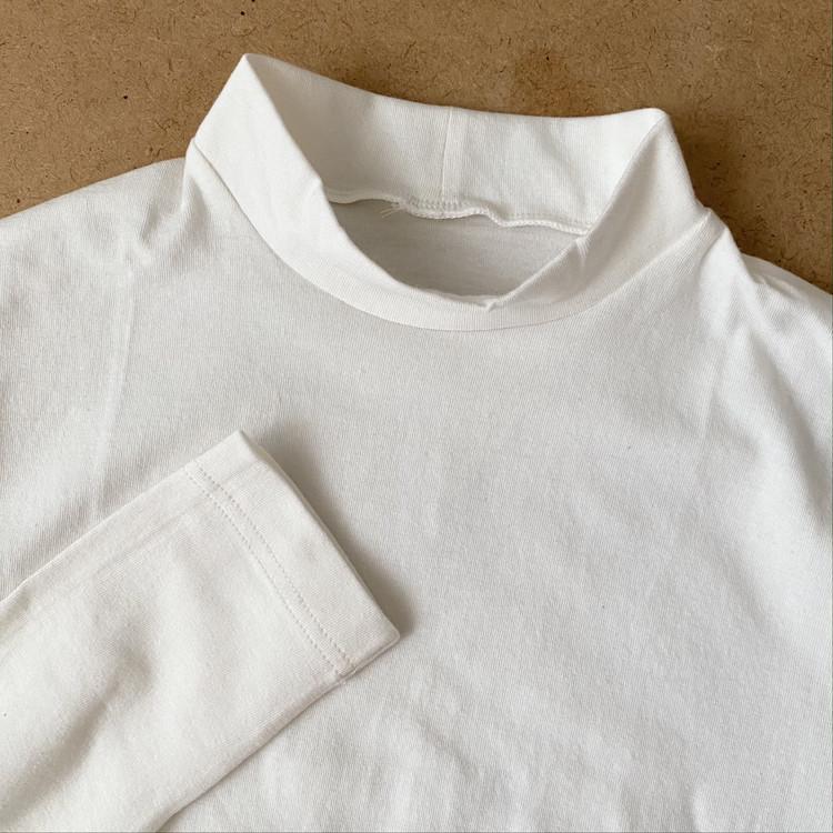 """【無印良品「綿であったかインナー」】SNSで大評判の""""最強ババシャツ""""着用レビュー 婦人「綿であったかハイネック八分袖Tシャツ」"""