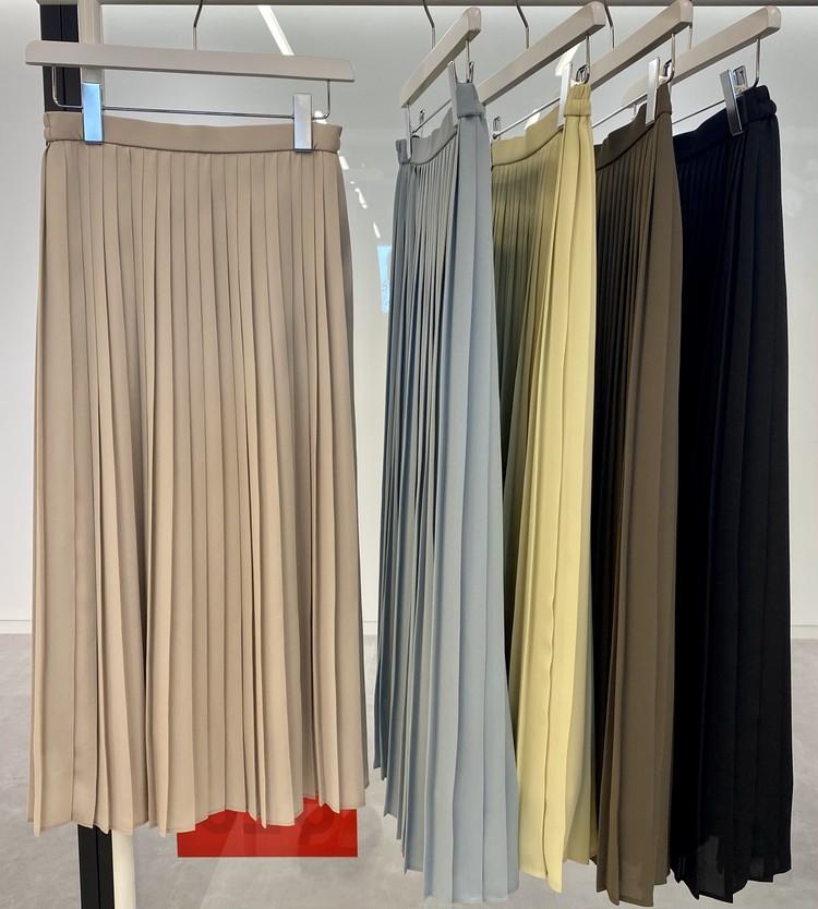 【ユニクロ(UNIQLO)のプリーツパンツ&スカート】洗えるプリーツ シフォンプリーツロングスカート カラーバリエーション