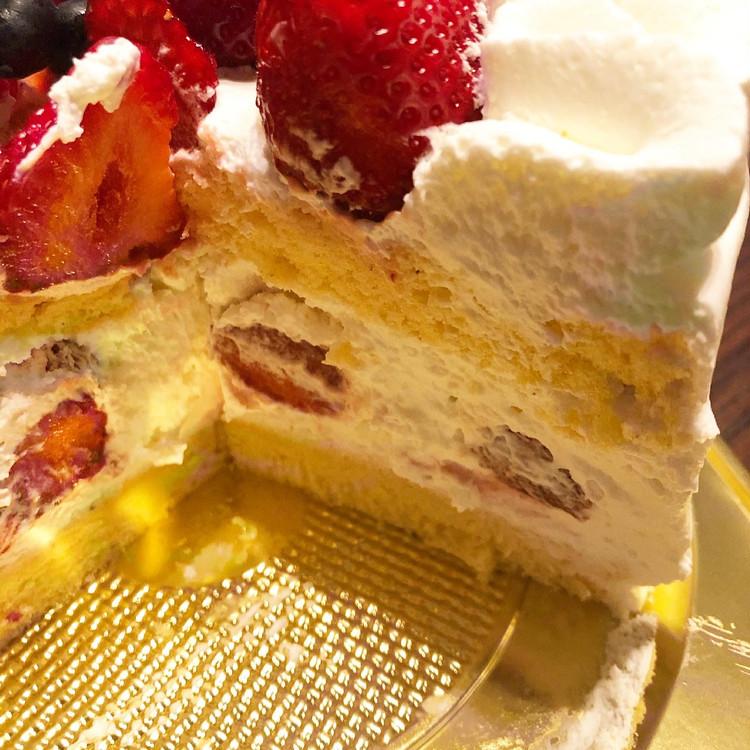誕生日ケーキはa tes souhaits!のホールケーキ♡_3