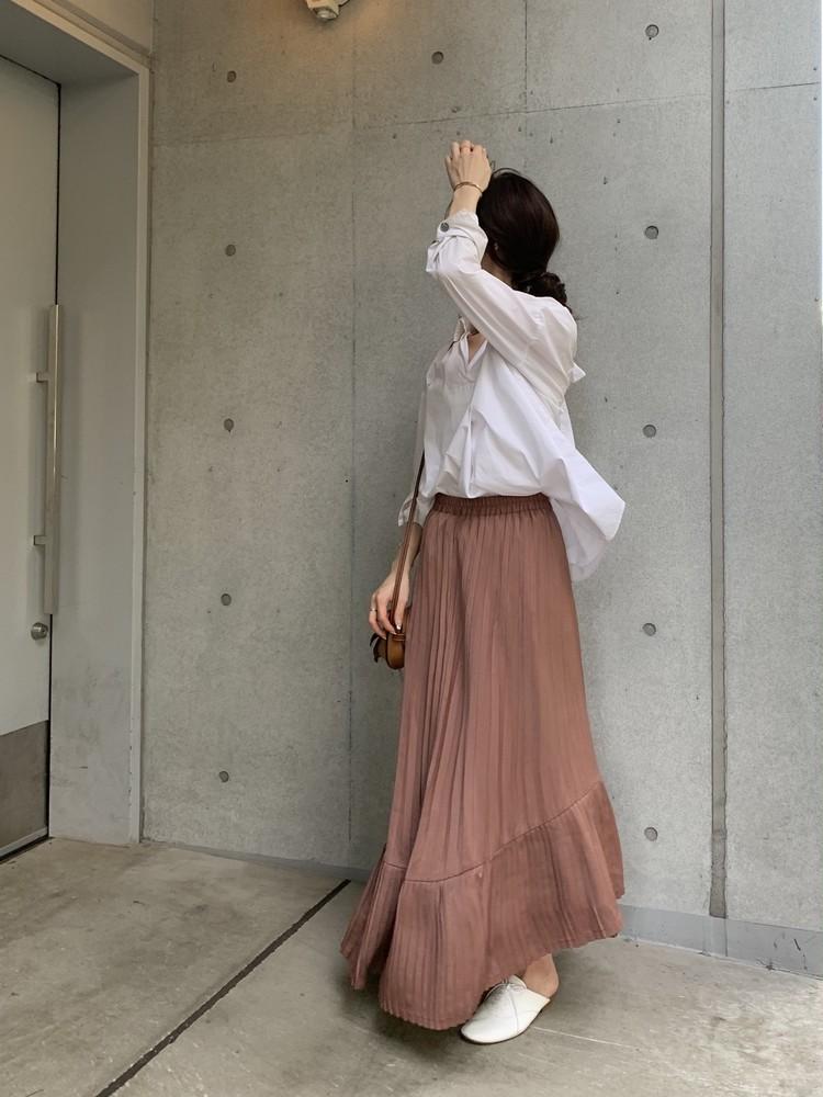 白シャツ×スカート。秋はブラウンが断然おしゃれで女っぽい♡_5