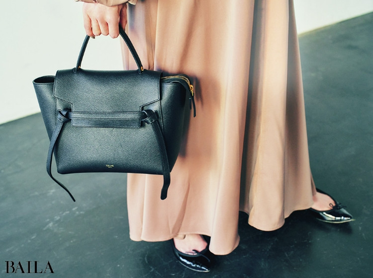 下里朋美さん CELINE セリーヌのベルトバッグ