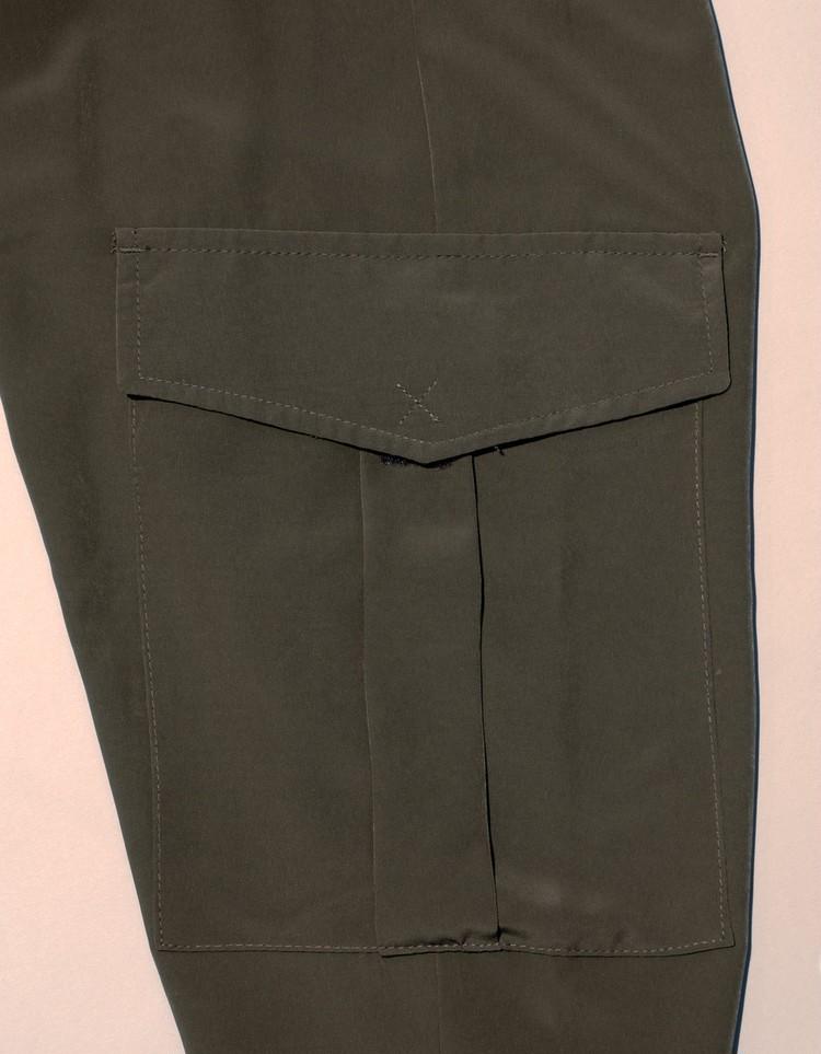 ZARAハイウエストパンツのカーゴポケット