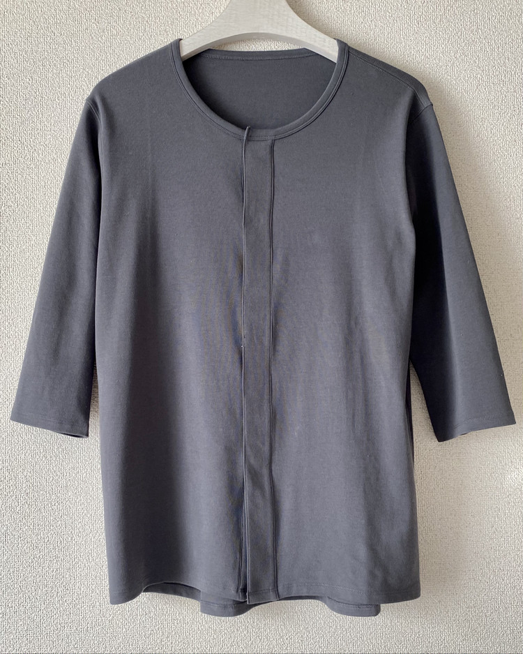【ユニクロ(UNIQLO)】「前あきインナー」着用レポート メンズ コットンクルーネックTシャツ