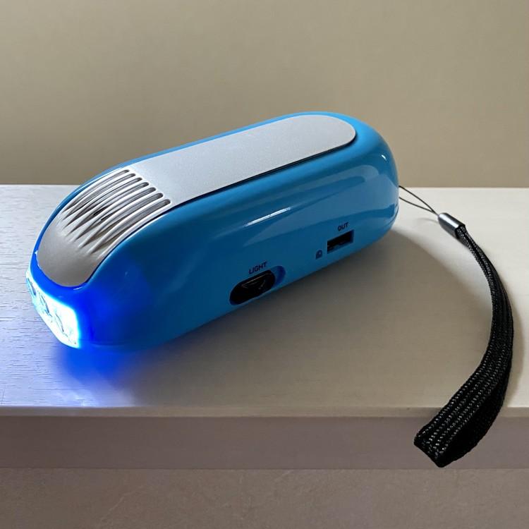 しまむらの防災ベスト 手回し式スマホ充電器 LEDライト