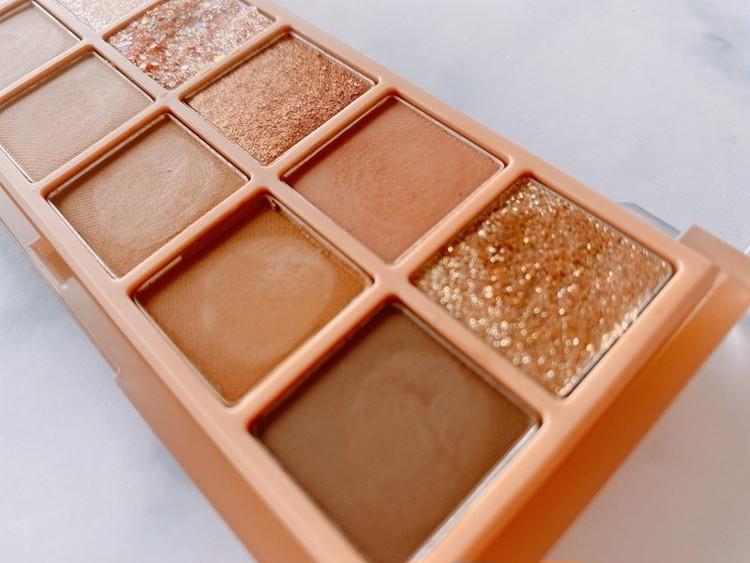 「rom&nd」(ロムアンド)のブラウンアイシャドウパレット「ベターザンアイパレット02 マホガニーガーデン」の色みは?