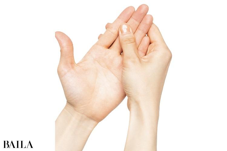 手を洗うときは中指をもみながら