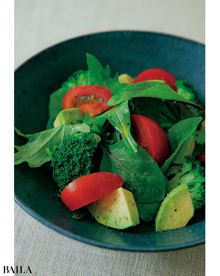 《日替わりサラダ》デトックスに欠かせない野菜を 気の向くままに好きなだけ!