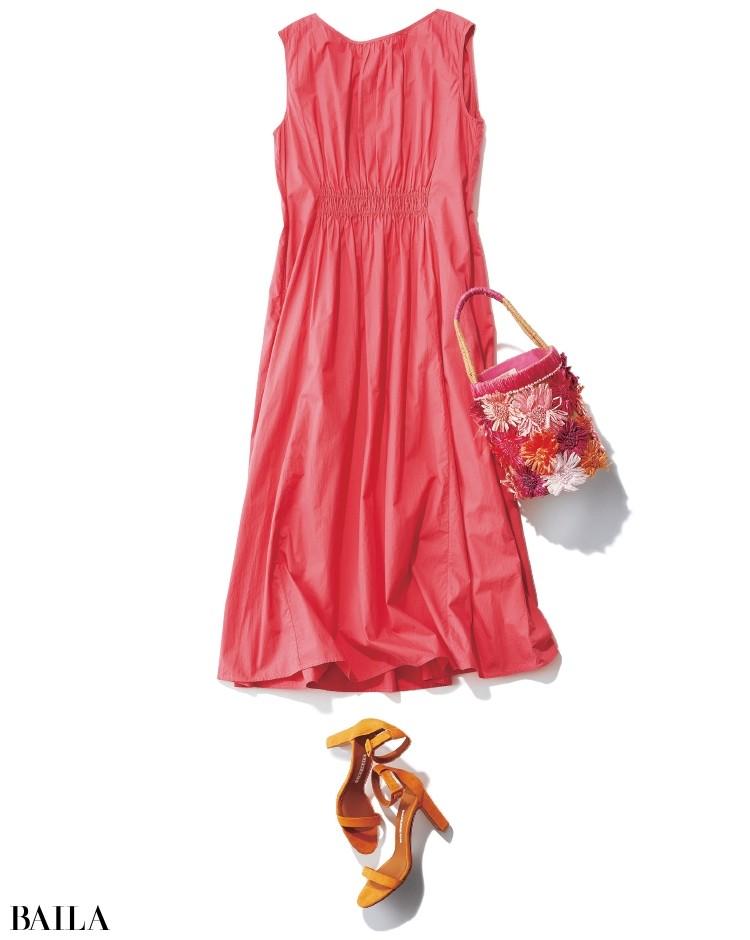 30代のピンクは選びに注意。クールに映る濃い色とシンプルなデザインを狙って