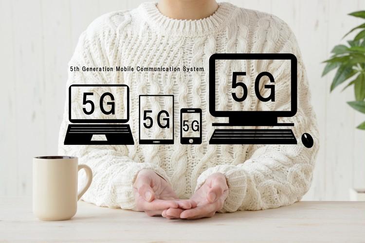 第5世代(5G:5th Generation)移動通信システム(携帯電話)とは、現在の第4世代(4G)移動通信システムの後継仕様に位置付けられる次世代の通信方式のこと。