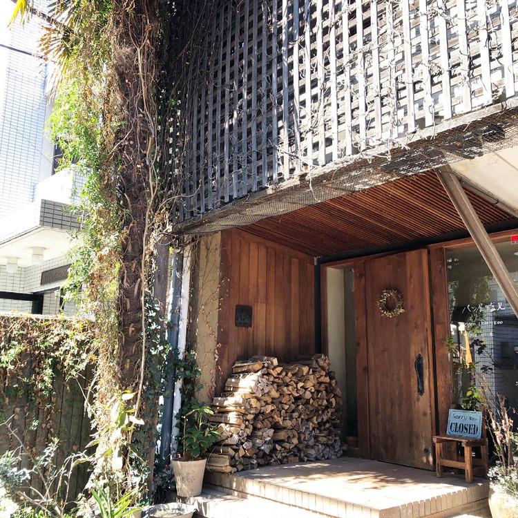 代々木にある新釜で焼くカンパーニュと食パンのパン屋さん_1