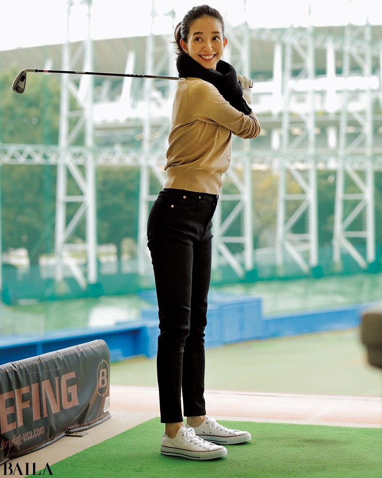 ゴルフの打ちっ放しに行く日は、きれいめデニム×トレンド色ニットの美スタイルコーデ【2020/2/1のコーデ】_1