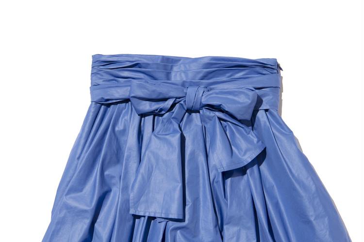 【フレイアイディー(FRAY I.D)】春新作のギャザーフレアスカートのウエストリボンの結び方・前