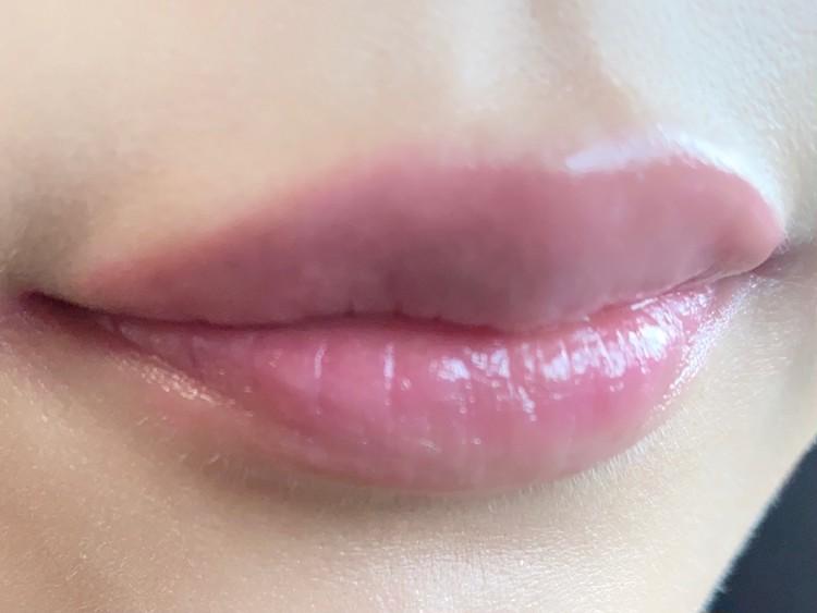 香港コスメ「Kailijumei」(カイリジュメイ)の「フラワーリップ 日本限定ピンクゴールドパッケージ」を実際に唇に塗って、試してみた