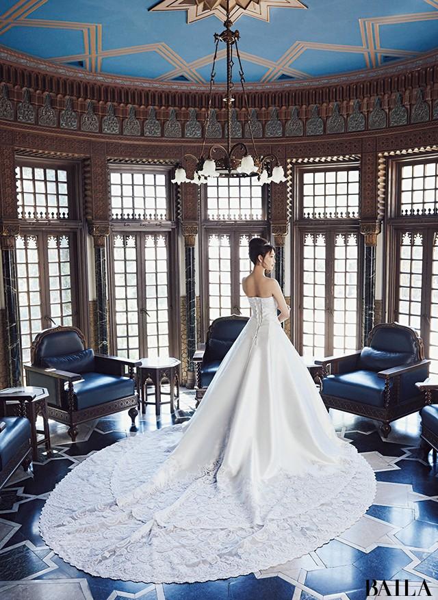【写真】大政 絢の美貌が際立つウエディングドレス_1