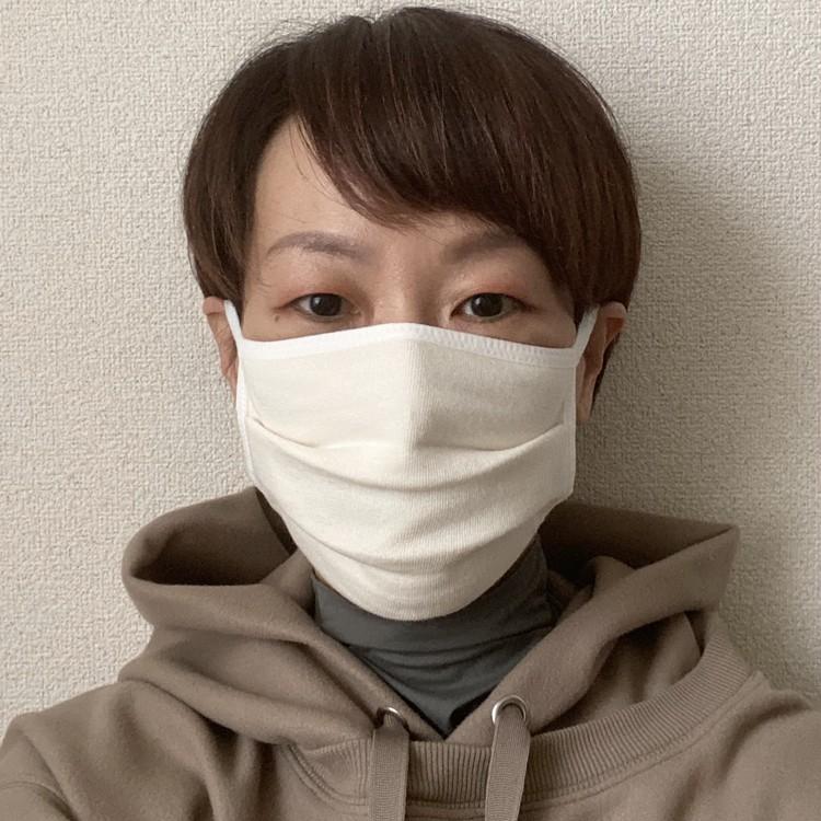 【無印良品】「繰り返し 使える 2枚組・マスク」秋冬向けあったかバージョン3種が新発売 裏毛素材 女性着用画像