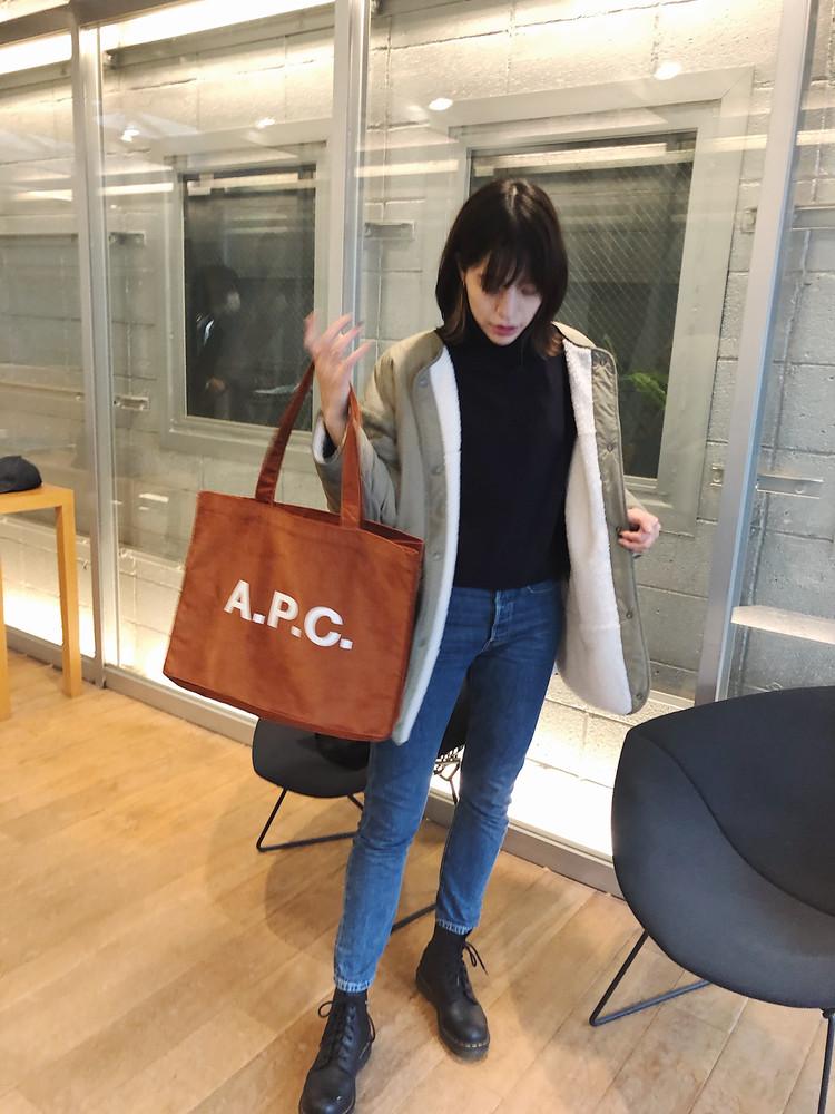 メンズで発見! A.P.C.のトートバッグ。絶妙なオレンジブラウンがお洒落♡_1