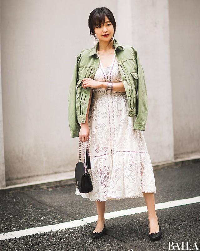 【人気スタイリスト直伝】シンプル服でもほっそり見せる真夏の6大おしゃれ術_1_4