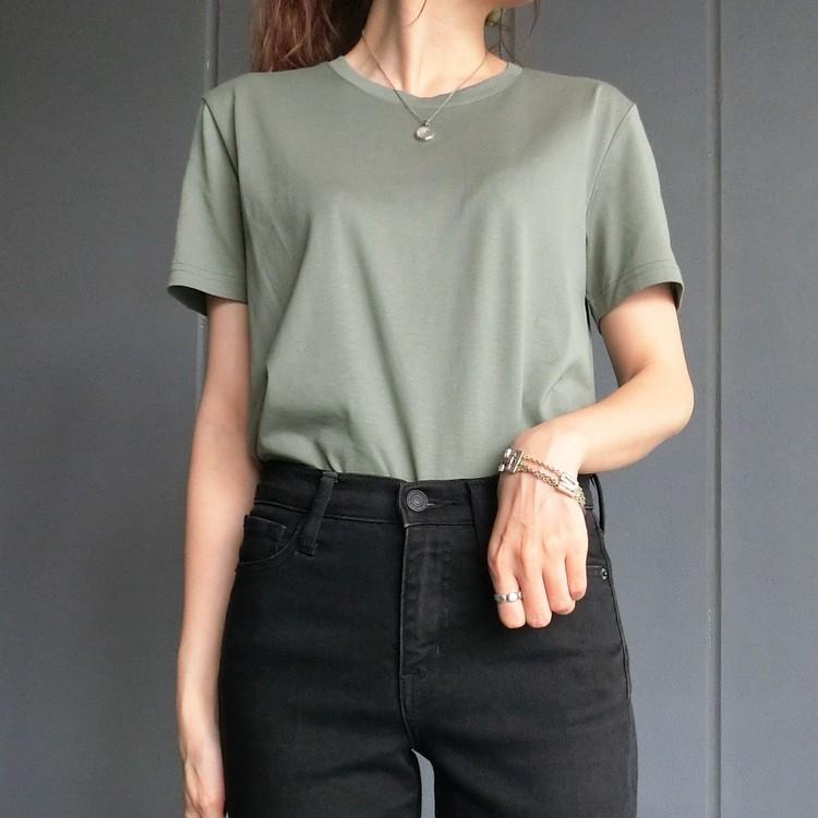 H&MのプレミアムコットンTシャツ 着用例