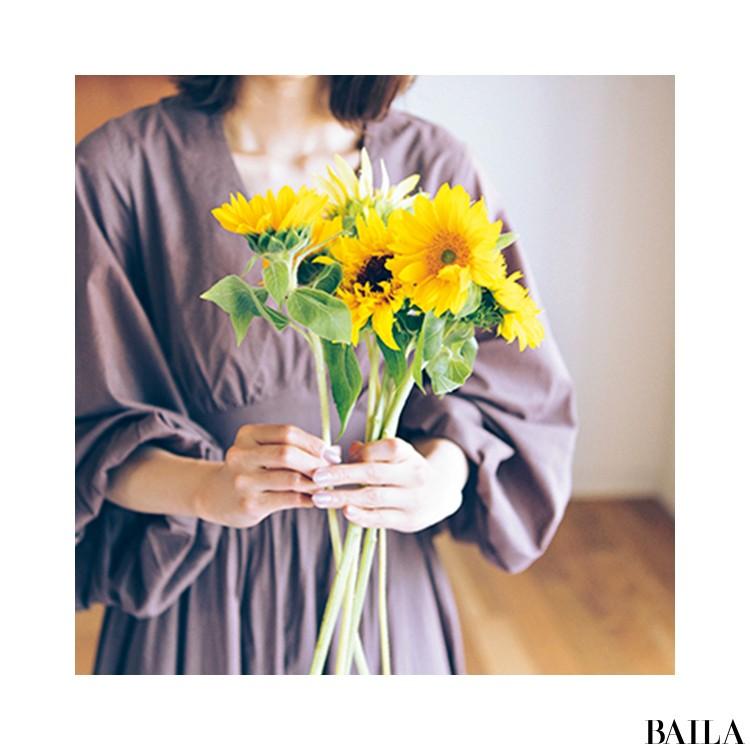 エネルギーに満ちたひまわりをメルカドバッグに添えて【カトパンのあえて小さく飾る花レッスン】_5