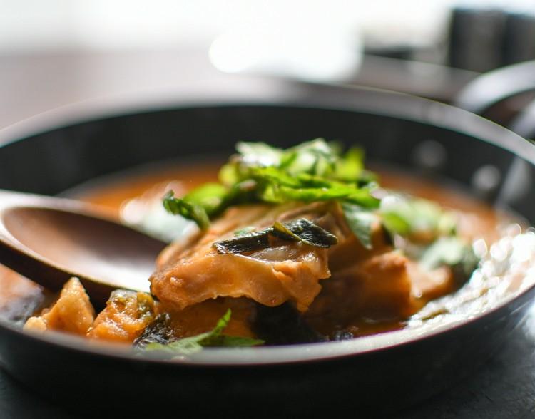 【無印良品】で買える韓国料理、 キンパ(韓国風のりまき) と、カムジャタン(韓国風豚肉とじゃがいもの煮込み)