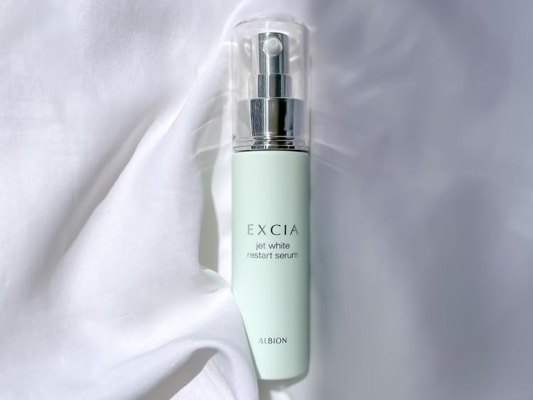 エクシアのマッサージ美容液で、忙しくても透明感たっぷりの引き締まった肌をキープ!