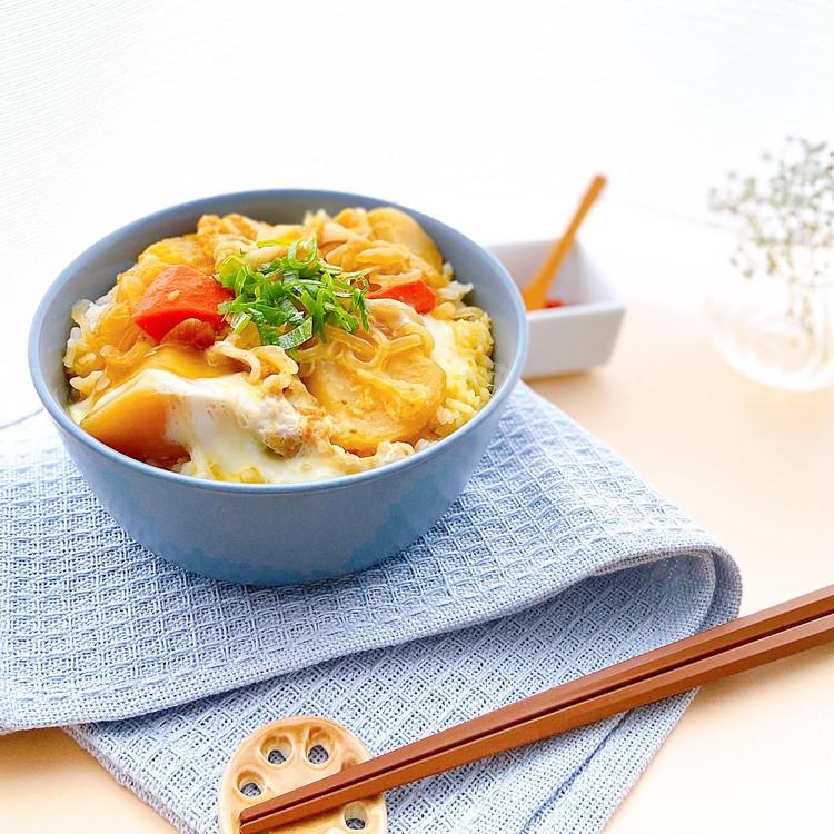 【セブン-イレブン】アレンジレシピ1.旨味がギュギュ!肉じゃがアレンジの卵とじ丼【所要時間:5分以内】