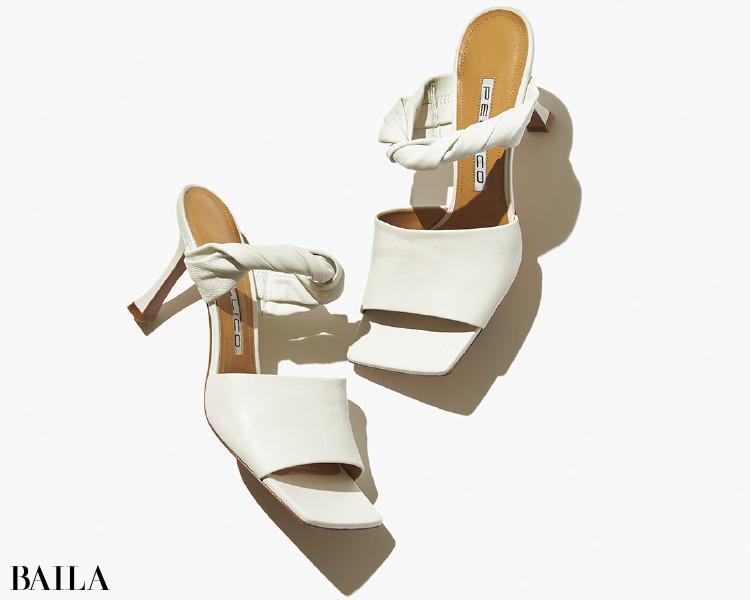 """ひと""""ひねり""""で足もとを盛り上げるペリーコの靴"""